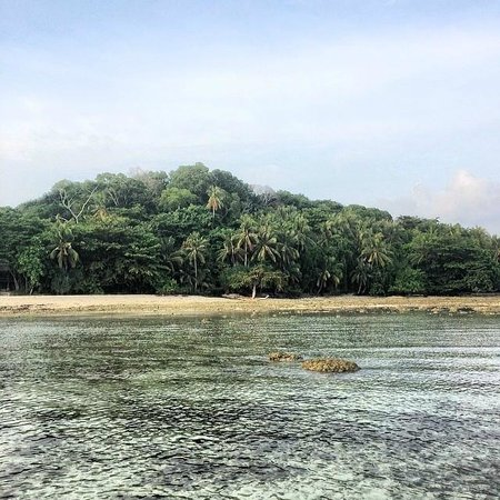 Nikoi Island: The island from the sea (walking distance at low tide!)