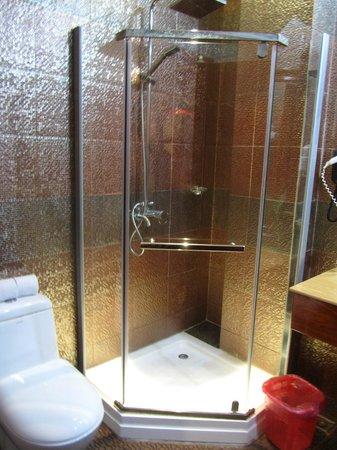 Prum Bayon Hotel: Душевая кабина