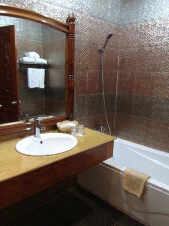 Prum Bayon Hotel : Ванна