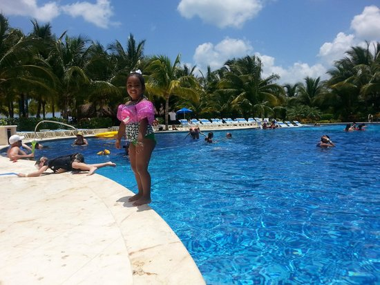 Paradise Beach: Pool Time Fun