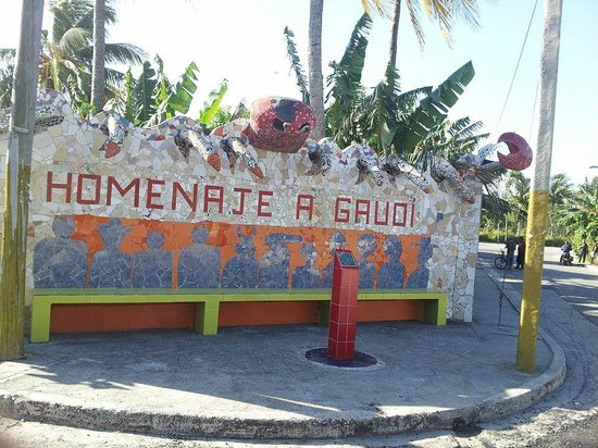 Hotel Club Acuario: Small section of the mosaic village down the road