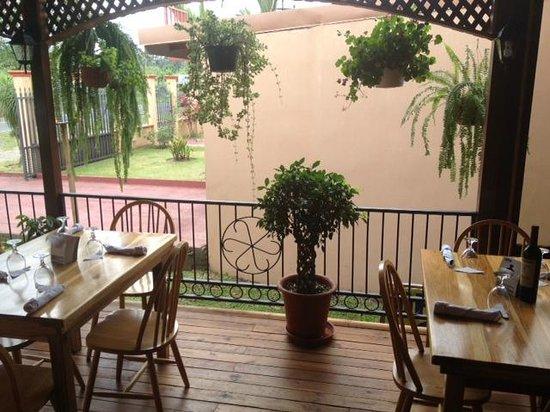 Restaurante Cafe Mediterraneo: Cute outdoor courtyard