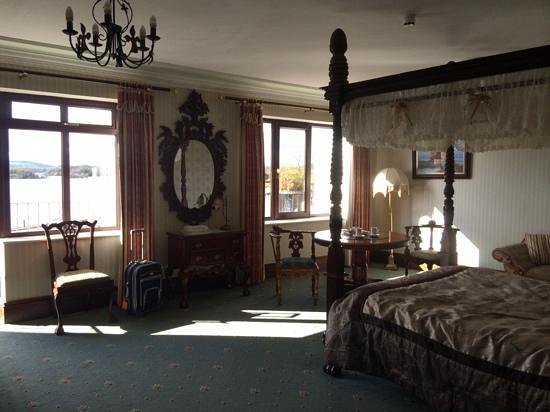 Lakeside Manor Hotel : Interior of room 219