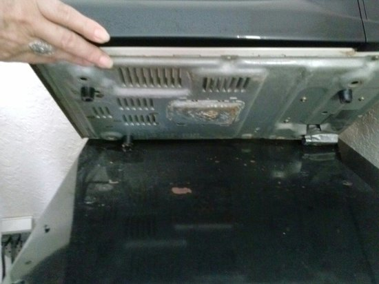 Days Inn Sarasota - Siesta Key: Unclean appliances & associated surfaces.