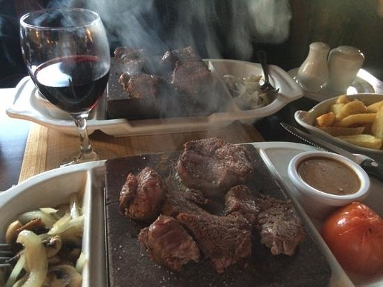 Lakeside Manor Hotel: Steak on a stone - delicious!!!!