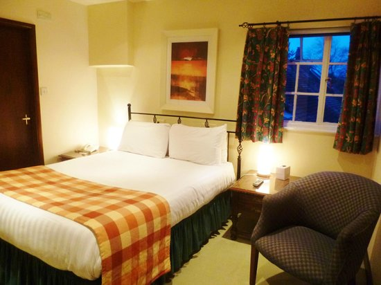 White Hart Hotel: cosy room, comfortable bed