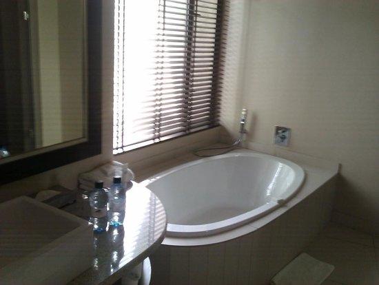 Legend Golf and Safari Resort : big bathroom