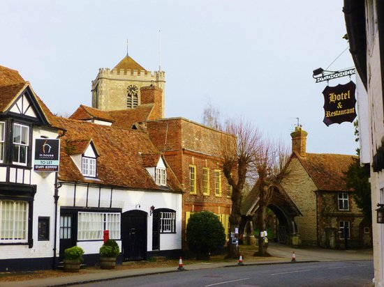 White Hart Hotel: nearby historic abbey