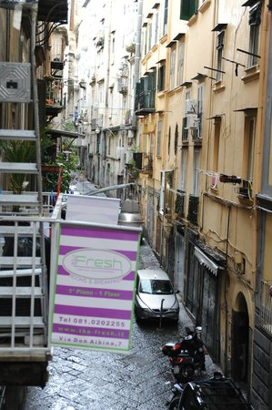 The Fresh Glamour Accommodation : Dans une rue typique