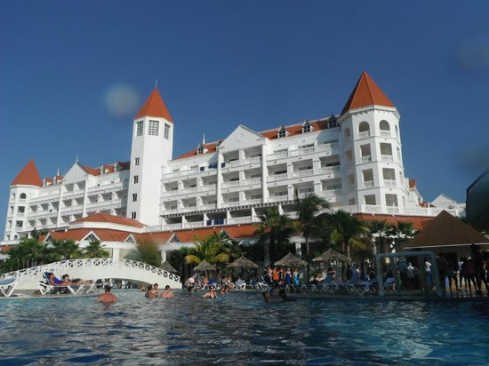 Grand Bahia Principe Jamaica : View of hotel from the pool