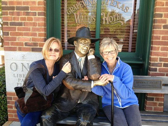 Grapevine Historic Main Street District: Sisters with an old friend!