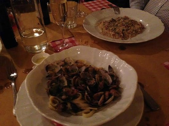AIdente Trattoria E Vineria : risotto and pasta with mussels on white vine
