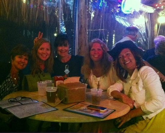 Dolphin Tiki Bar & Grill: FUN WITH FRIENDS!