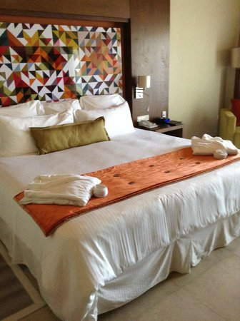 Breathless Punta Cana Resort & Spa : The most comfortable bed in all resorts we stayed.