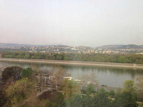 Danubius Hotel Helia: View over the Danube from the room