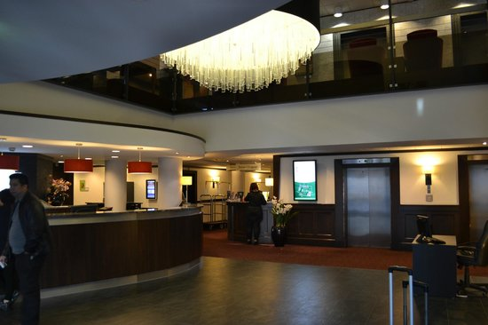Holiday Inn Amsterdam : Hotel lobby