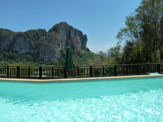Krabi Cha-Da Resort: View from top floor pool area
