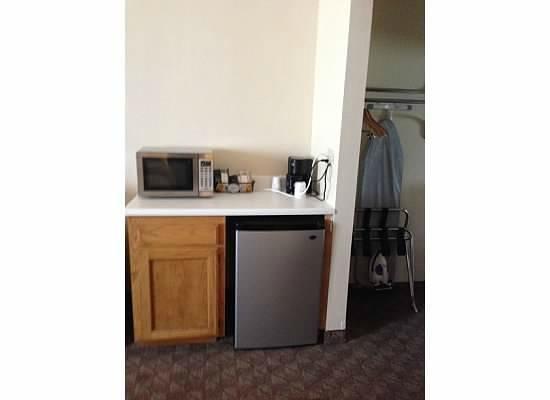 Red Roof Inn Wichita Falls: Microwave, Coffe Pot, Refrigerator