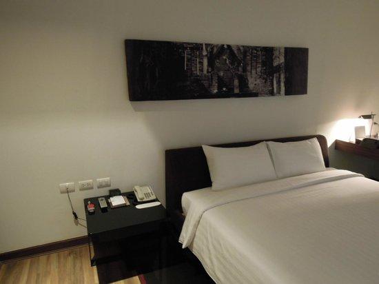 S33 Compact Sukhumvit Hotel: ベット