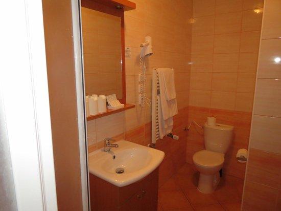 Adeba Hotel: В ванной очень тепло и чисто