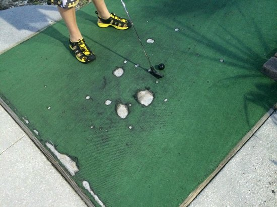Hawaiian Rumble Adventure Golf : Are these holes on the carpet of EVERY hole a feature of the course?  Just asking...