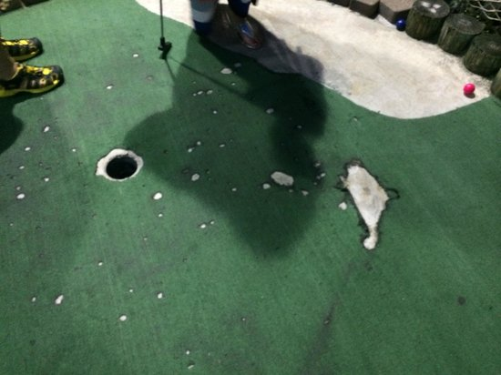 Hawaiian Rumble Adventure Golf : Which one is the hole - the one on the left or right?