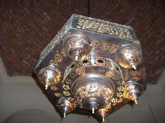 El Badawiya Hotel: Light fixture in room