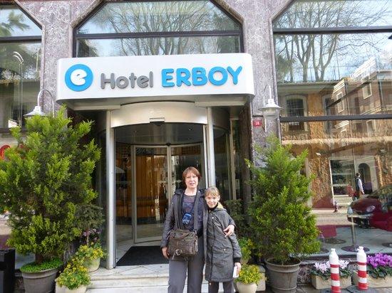 Erboy Hotel : Возле отеля