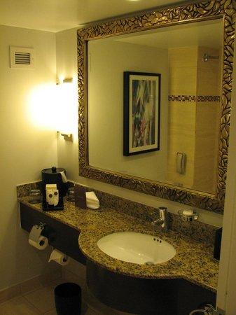 PULLMAN Miami Airport hotel: Bathroom.