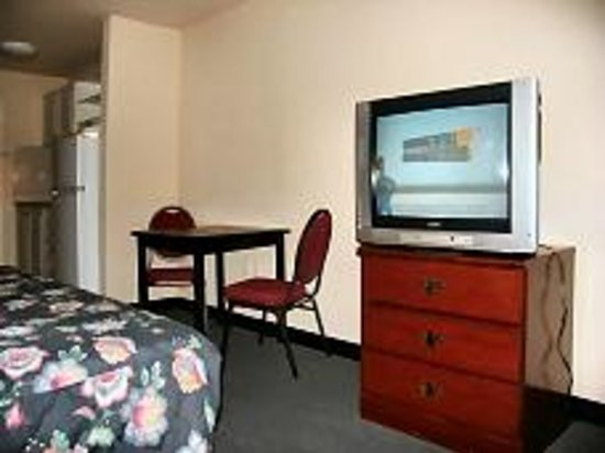 Motel 6 Greenville SC: room shot