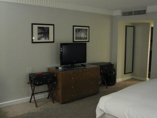 PULLMAN Miami Airport hotel: TV.
