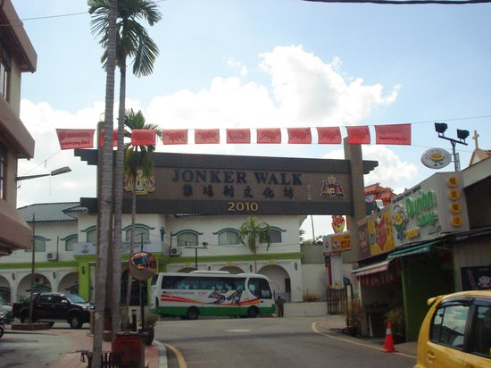 Malacca Heritage Centre: Jonker street arc near the bus stop going back to Melaka Sentral
