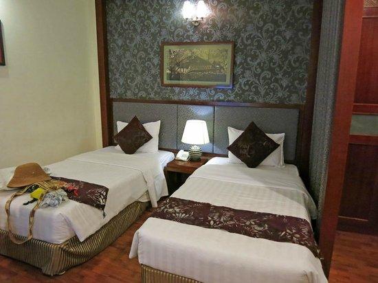 Gia Bao Palace Hotel: Room
