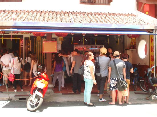 Malacca Heritage Centre: Long line in Nasi Ayam Hoe Kee