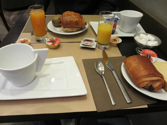 Hotel le Croiseur : Petit déjeuner frais et copieux