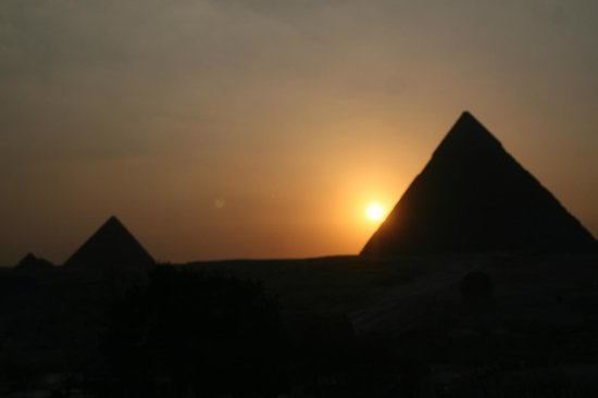 Pyramids View Inn: sunset from rooftop terrace
