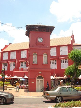 Malacca Heritage Centre: The clock tower in the red square