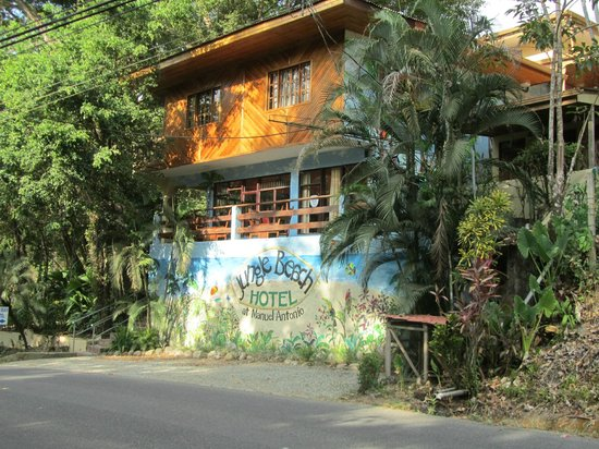 Jungle Beach Hotel at Manuel Antonio: Outside front entrance of the hotel