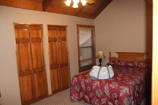 Tree Tops Resort : 2nd bedroom -pedistal unit