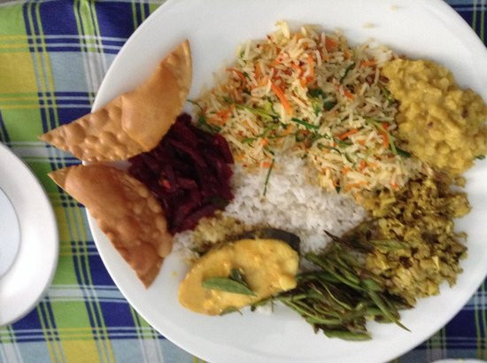 Rohans Place: Fish curry, beetroot curry, dhal, jackfruit curry, string bean curry and pappodam.