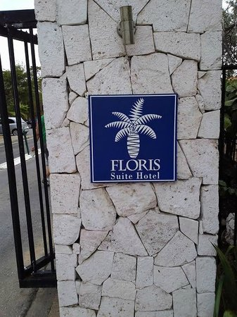 Floris Suite Hotel - Spa & Beach Club: Front gate