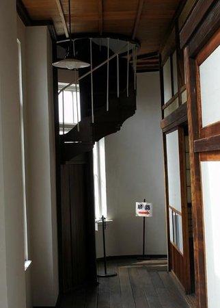 Shimonoseki Tourist Information Center: 廊下にらせん階段が・・・