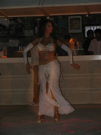 Gumbet Cove Hotel: Bellydancer at the hotel beach bar