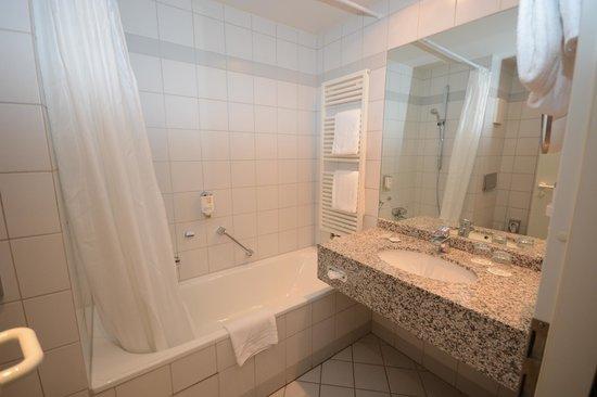Harzer Kultur- & Kongresshotel Wernigerode: Bathroom 112