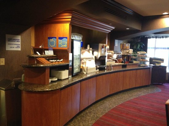 Holiday Inn Express Hotel & Suites : Breakfast area