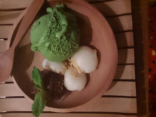 Rayjin: Green tea mochi.. Actually the green tea brulee is way better, but I ate too deliciously and did