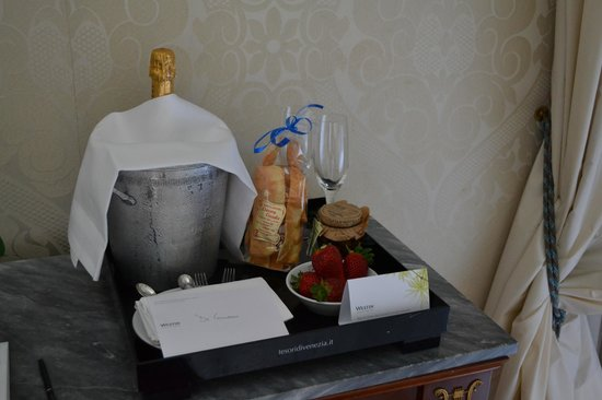 The Westin Europa & Regina, Venice: Complimentary Champagne and Treats