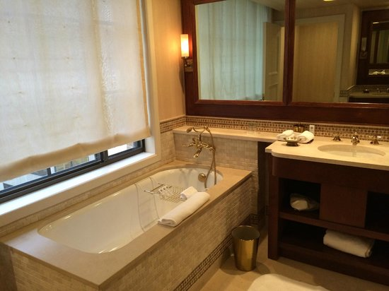 The St. Regis Washington, D.C.: Junior Suite Bath