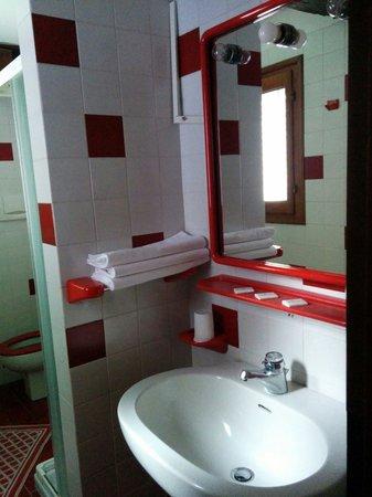 Hotel Ariel Silva : Baño