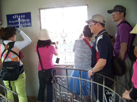 Patuxai: Taking photos from the top